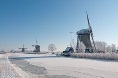 Windmilsl drei in der Winterlandschaft lizenzfreie stockfotos