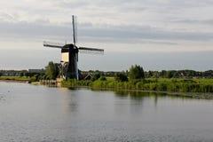 Windmolen bij Zonsopgang royalty-vrije stock afbeelding