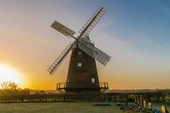Windmolen bij zonsopgang Stock Afbeelding