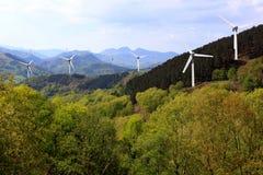 Windmolen in de bergen Stock Foto's
