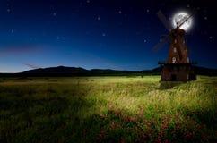 Windmolen in de nacht Royalty-vrije Stock Afbeelding