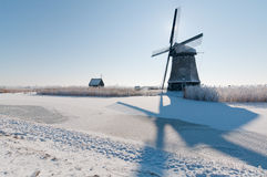 Windmolen in de winterlandschap Royalty-vrije Stock Fotografie