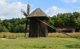 Windmolen een openluchtmuseum stock afbeelding