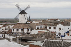 Windmolen in een oud dorp in Castilla La Mancha Royalty-vrije Stock Foto