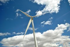 Windmolen in een zonnige dag Stock Afbeeldingen