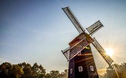 Windmolen en de Zon Stock Afbeeldingen