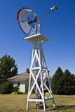 Windmolen en Pomp Royalty-vrije Stock Afbeeldingen