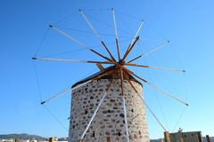 Windmolen in Kefalos-stad Stock Afbeeldingen