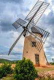 Windmolen in La Couvertoirade een Middeleeuwse stad in Aveyron, Frankrijk royalty-vrije stock foto