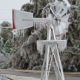 Windmolen met ijskegels Royalty-vrije Stock Foto's