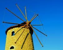 Windmolen op de blauwe lucht stock fotografie
