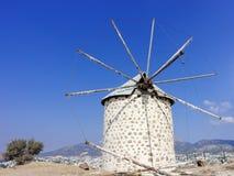 Windmolen op de kust Stock Foto's