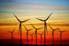 Windmolen op de zonsondergang Royalty-vrije Stock Foto