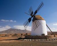 Windmolen op Fuerteventura, Canarische Eilanden Royalty-vrije Stock Afbeeldingen