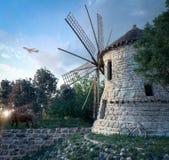 windmolen op zonsondergangachtergrond en de technologieconcept van de vliegtuigreis Royalty-vrije Stock Fotografie