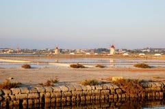 Windmolen in Siciliaanse zout Stock Afbeelding