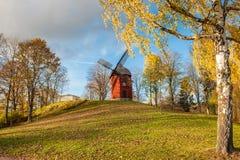 Windmolen tijdens de herfst in Zweden Stock Foto's