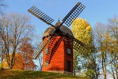 Windmolen tijdens de herfst in Zweden Royalty-vrije Stock Foto