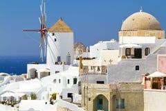 Windmolen van Oia dorp op Santorini Stock Afbeeldingen