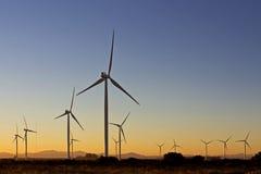 Windmolenlandbouwbedrijf bij Dageraad Royalty-vrije Stock Foto's