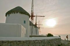 Windmolens bij zonsondergang Stock Foto