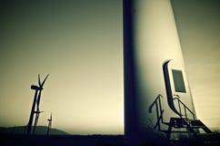 Windmolens bij zonsopgang Stock Afbeelding