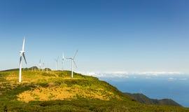Windmolens in de bergen Stock Foto