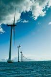 Windmolens in een rijverticaal Stock Afbeeldingen