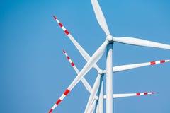 Windmolens en de blauwe hemel Stock Foto