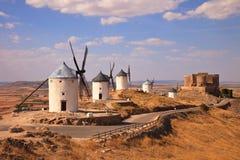 Windmolens en kasteel van Consuegra. Spanje Royalty-vrije Stock Afbeeldingen