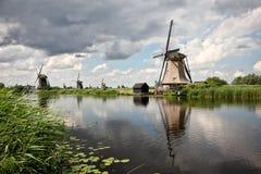 Windmolens in Kinderdijk stock foto's