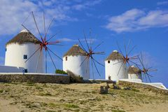 Windmolens in Mykonos-stad, Griekenland Stock Foto