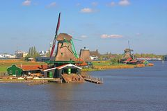 Windmolens in Nederland stock afbeeldingen