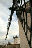 Windmolens in perspectief stock foto's