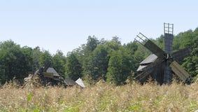 Windmolens in Roemenië royalty-vrije stock afbeelding