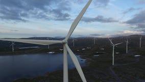 Windmolens super trekt dicht zich terug stock video