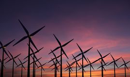 Windmolens in sustainablilty avondzonsondergang - royalty-vrije stock afbeelding