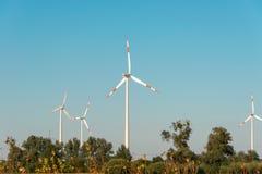 Windmolens tijdens helder Royalty-vrije Stock Foto's