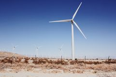 Windmolens van een afstand Stock Foto