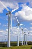Windmolens in windfarm Stock Foto's