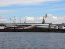 Windmolenvleugels bij Haven Pier Ready voor Verzending Royalty-vrije Stock Fotografie