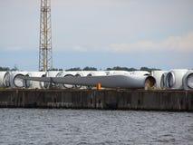 Windmolenvleugels bij Haven Pier Ready voor Verzending Royalty-vrije Stock Foto