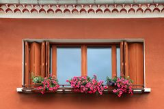 Window box with red and pink flowers arrangement Stock Photography