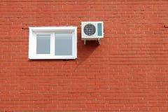 Window_brickmuur Stock Afbeelding