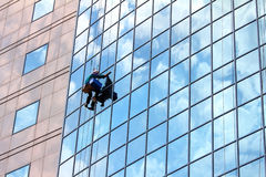 Window cleaner at work Royalty Free Stock Photos