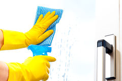 Free Window Cleaning Stock Photo - 15342370