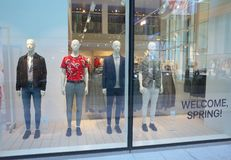 Window Display of the H & M store in Bracknell, England Stock Photography