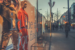 Window display with mannequins Royalty Free Stock Image