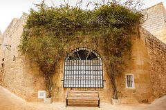 Window to the old wall and bench underneath Royalty Free Stock Photos