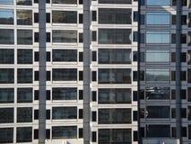 windowed的大厦玻璃灰色办公室 免版税库存图片